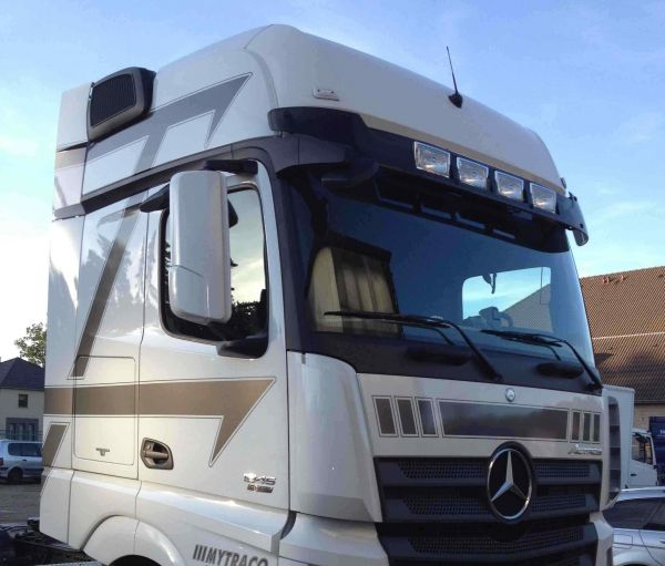 Actros 4 with Sunvisor and lights